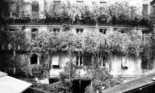 Il cortile interno di Corso Como n°10, oggi sede di un importante negozio di abbigliamento.